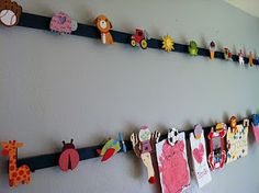 Super easy kids Art Display by Naptime = Craft time Hanging Kids Artwork, Displaying Kids Artwork, Artwork Display, Diy Artwork, Easy Art For Kids, Crafts For Kids, Toy Rooms, Kids Rooms, Pastel