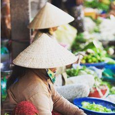 Vietnamissa ei ole vaikea löytää näitä perinteisiä hattuja jotka suojaavat hyvin polttavalta auringolta. #munloma #Vietnam #PhuQuoc #travel #instatravel #igtravel #vacation by tjareborg
