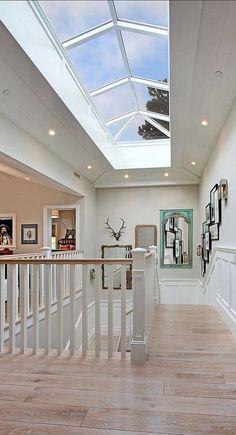 Puit de lumière à l'étage pour maximiser la lumière naturelle   Cliquez pour d'autres astuces!