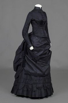 Bustle Dress, Dark Purple Satin Bustle Dress With Ruffles On Underskirt and Fringe On Over skirt. Very Large Size - It's a mourning dessert. 1870s Fashion, Edwardian Fashion, Steampunk Fashion, Gothic Fashion, Vintage Gowns, Vintage Outfits, Funeral Dress, Victorian Costume, Victorian Dresses