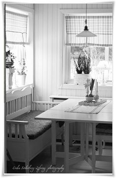 this is the kind of nook I want in my kitchen! :)