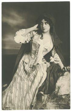 FARRAR, Geraldine_G G. 580-3. In Manon by Performing Arts / Artes Escénicas, via Flickr
