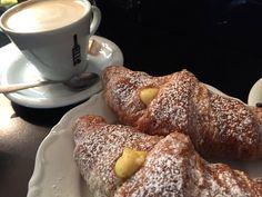 Settembrini Cafe #SettembriniCafe #restaurante #roma #italia #italy #rome #receitaitaliana #receitasitalianas #gastronomia #roma #canaldeculinariaitaliana #toursgastronomicos #tourgastronomico #cappuccino #cornetto #cafedamanha #breakfast #colazione #settembrini