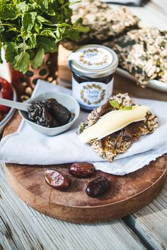 Spiced Mint Date Spread made from fresh UAE dates, fresh local spices and Zero Preservative! An excellent choice on seed cracker with a slice of Brie 😋 Brie, Crackers, Preserves, Camembert Cheese, Dates, Zero, Seeds, Spices, Mint