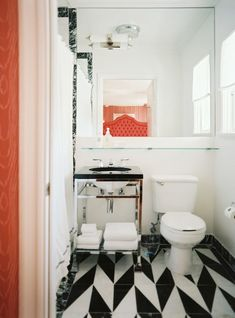 lonny-black-and-white-marble-floor-bad-design