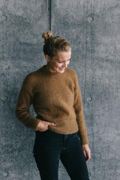 Boxy layering sweater: this one? Ravelry: Stockholm Sweater pattern by PetiteKnit Stockholm, Wool And The Gang, Jumper Knitting Pattern, Sweater Layering, Der Arm, Knit In The Round, Yarn Projects, Knitting Projects, Stockinette