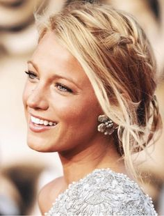 Side plait, hair up. Plaits Hairstyles, Bride Hairstyles, Plait Hair Up, Blake Lively Hair, Side Plait, Homecoming Hairstyles, Bridesmaid Hair, Hair Dos, Hair Trends