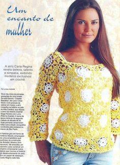 Tunique aux fleurs blanches sur fond jaune Tunique manche courte aux motifs triangles Tunique...
