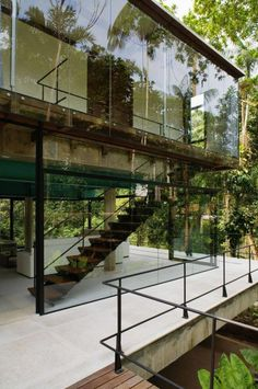 Archi Design, Architect Design, Cool Tree Houses, House On Stilts, Tropical Architecture, Backyard Garden Design, Forest House, Glass House, Simple House