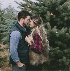 love this pose and location Family Christmas Pictures, Holiday Pictures, Christmas Couple, Family Photos, Xmas, Christmas Tree, Winter Couple Pictures, Farm Pictures, Couple Pics