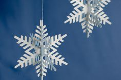 Autopilot Cowl: Easy Travel Knitting Pattern Paper Snowflake Template, 3d Paper Snowflakes, How To Make Snowflakes, Snowflake Craft, Snowflake Decorations, Snowflake Ornaments, Frame Ornament, Christmas Decorations, Paper Christmas Ornaments