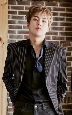 Xiumin in suit is gorgeous