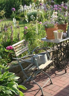 Modern Country Style: Vintage Gardens: Modern Country Style Loves Click through for details. Small Country Garden Ideas, Country Cottage Garden, Cottage Style, Cottage Gardens, Cottage Design, Shabby Cottage, Back Gardens, Small Gardens, Outdoor Gardens