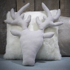 My DIY Deer cushion . Sewing Pillows, Diy Pillows, Diy Couture Patron, Deer Pillow, Diy And Crafts, Arts And Crafts, Christmas Settings, Diy For Kids, Reindeer