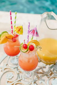 Summer Mixed Drinks, Fruity Mixed Drinks, Mixed Drinks Alcohol, Rum Punch Cocktail, Cocktail Drinks, Cocktails, Cocktail Recipes, Rum Punch Recipes, Alcohol Drink Recipes