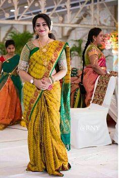 Indian Silk Sarees, Indian Beauty Saree, Indian Dresses, Indian Outfits, Indian Clothes, Indian Wedding Deco, Wedding Saree Collection, Simple Sarees, Saree Photoshoot