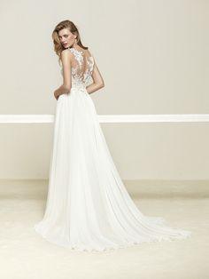 Wedding dress with movement