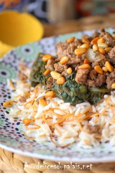 Rice with spinach and meat Lebanese recipe Lebanese Recipes, Greek Recipes, Rice Recipes, Vegetarian Recipes, Cooking Recipes, Healthy Recipes, Plats Ramadan, Fat Foods, Diy Food