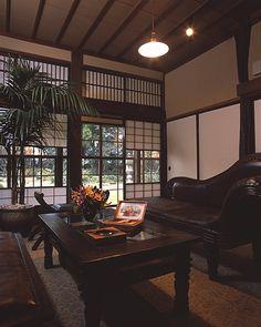 Pin by Michika Sakuramoto on Interior Modern Japanese Interior, Modern Interior, Interior Architecture, Home Room Design, Interior Design Living Room, House Design, Japanese Style House, Art Deco Home, Classic House