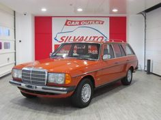1981 Mercedes-Benz, 240D  BOOK FOTOGRAFICO COMPLETO DI 60 FOTOGRAFIE SUL SITO: SILVAUTO.IT / SILVAUTOCLASSICS.COMCerchi il lega M.B. , Interni in M.B. TEX nero, Mancorrenti al tetto cromati, Doppi specchi retrovisori cromati.PARABREZZA ANTIRIFLESSO CON FASCIA VERDEISCRITTA ASI VETTURA CONSERVATA IN MODO MANIACALE - TARGHE (TO Z7..) E DOCUMENTI ORIGINALI DELL'EPOCA - DISPONIBILE BOOK COMPLETO CON: LIBR ..  http://www.collectioncar.com/detailed.php?ad=64527&category_id=1