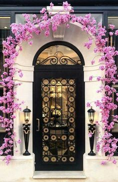 FRONT DOOR IDEAS – Among the very first points about a house that a guest or home buyer notices are the front doors. If you wish to make a statement, upgrading or overhauling your front door … Cool Doors, Unique Doors, Front Gate Design, Door Design, Grand Entrance, Entrance Doors, Arch Doorway, House Entrance, Door Knockers