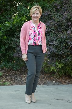 Coral cardigan and Friday favorites - Savvy Southern Chic/ spring work wear with coral cardigan and nude pumps Business Casual Outfits, Office Outfits, Office Wear, Work Outfits, Outfit Work, Office Uniform, Grey Office, Stylish Office, Casual Office