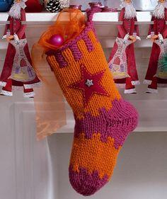Deko-Weihnachtssocke mit Stern, 5833B - Gratisanleitung: Diese hübsche Socke aus Schachenmayr Boston bietet genügend Platz zum Befüllen am Nikolausabend - ganz egal ob Schokolade, Äpfel, Nüsse oder Mandeln.