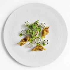 Sweetbread with spruce, malt and sorrel and celery juice - Ronny Emborg, Copenhagen. Photo: Signe Birck