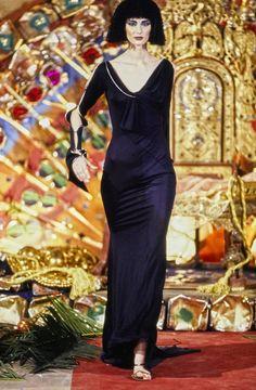 John Galliano Fall 1997 Ready-to-Wear Fashion Show Vintage Fashion 1950s, Victorian Fashion, Vintage Dior, Vintage Hats, Galliano Dior, John Galliano, Runway Fashion, Fashion Show, Fashion Fashion