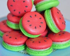 watermelon macarons yum prob won't be able to make but still cool huh omg omg omg Delicious Desserts, Dessert Recipes, Yummy Food, Healthy Desserts, Delicious Donuts, Dessert Food, Healthy Food, Comida Diy, Kreative Desserts