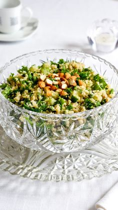 Quinoa salad with kale, cucumbers and toasted almonds | Tera Solara
