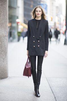 Pin for Later: 14 Styling-Tipps für Leggings Mit einem langen Boyfriend-Blazer