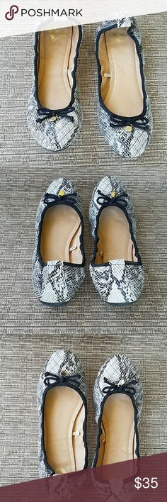 Report Flats Theses Report flats are in good used condition.. Worn twice then stored...Cushion in good condition  No holes, stains or loose threads  String in good condition.. No box, No Trades please Report Shoes Flats & Loafers