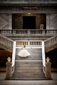 A perfectly regal background for this bride's 'Cinderella' moment. | Pepper Nix Photography