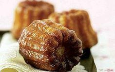 Canelés alla vaniglia, piccoli dolcetti francesi profumati di vaniglia e rum.