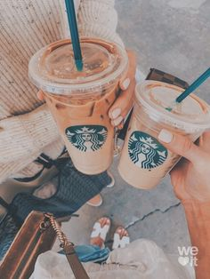 Uploaded by Find images and videos about coffee, drink and starbucks on We Heart It - the app to get lost in what you love. Peach Aesthetic, Aesthetic Coffee, Summer Aesthetic, Aesthetic Food, Comida Do Starbucks, Bebidas Do Starbucks, Starbucks Drinks, Yummy Drinks, Yummy Food