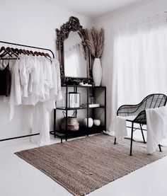 Master bedrooms, minimalistic bedrooms, luxury bedrooms and everything bedroom related for your interior. Decoration Inspiration, Room Inspiration, Decor Ideas, Home Bedroom, Bedroom Decor, Master Bedrooms, Bedroom Mirrors, Bedroom Ideas, Minimalist Bedroom