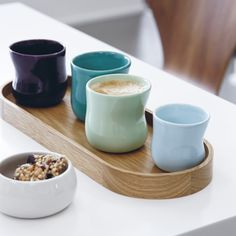 Softly sweeping lines and elegantly turned silhouettes make you instinctively reach for the Mano cup as when you look for chestnuts on the forest floor in autumn.