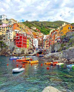 Riomaggiore travel diary. One of my favourite towns on the Cinque Terre.    See more on: http://www.kisforkani.com/2015/10/love-from-riomaggiore/