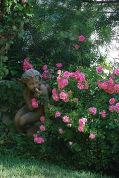 She's hiding behind the rose bush! Pink Garden, Love Garden, Dream Garden, Garden Art, Garden Design, Beautiful Roses, Beautiful Gardens, Garden Angels, My Secret Garden