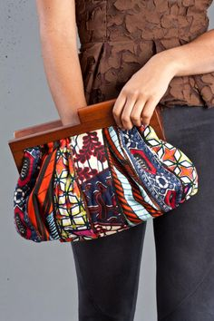 Wonderful african print clutch design – Watch out Ladies African Inspired Fashion, African Print Fashion, Africa Fashion, Fashion Prints, Fashion Design, African Prints, Men's Fashion, African Dresses For Women, African Attire