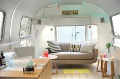 Mobile French Nail Salon in Airstream Trailer Mobile Nail Salon, Mobile Beauty Salon, Home Nail Salon, Mobile Nails, Nail Salon Decor, Privates Nagelstudio, Nail Saloon, Glamping, Modern Interior