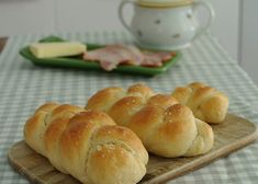 Jednoduché domácí housky recept - TopRecepty.cz Serbian Recipes, Czech Recipes, Low Carb Lunch, Low Carb Breakfast, Low Carb Desserts, Low Carb Recipes, Low Carb Brasil, Thing 1, Bread And Pastries