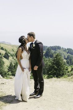 Is an elopement right for you? We have 5 helpful ways to know for sure! Pin now, read later