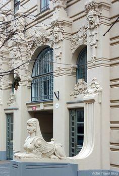 Art Nouveau Style or Jugendstil. Albert Street, 2a, Riga, Latvia. https://victortravelblog.com/2014/05/29/mikhail-eisenstein-jugendstil-quarter-riga-latvia/