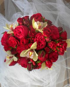 Red and cream bridal bouquet ideas (no roses!)