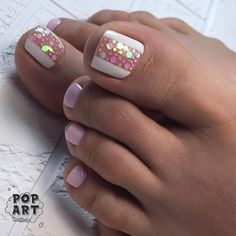 The advantage of the gel is that it allows you to enjoy your French manicure for a long time. There are four different ways to make a French manicure on gel nails. Pink Toe Nails, Pretty Toe Nails, Cute Toe Nails, Toe Nail Color, Summer Toe Nails, Feet Nails, Toe Nail Art, Nail Colors, Summer Pedicures