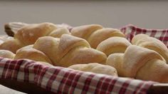 This basic homemade dinner roll recipe is the only one you'll ever need. It makes soft, sweet dinner rolls, and can also be used for cinnamon rolls. Sweet Dinner Rolls, Homemade Dinner Rolls, Dinner Rolls Recipe, Roll Recipe, Bread Machine Recipes, Bread Recipes, Cooking Recipes, Chicken Recipes, Baked Rolls