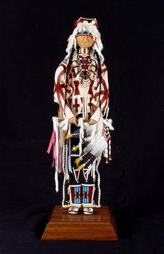 Jamie Okuma doll (Luiseno/Shoshone-Bannock) Native American Dolls, Native American Regalia, Native American Beauty, Native American Crafts, American Indian Art, Native Indian, Native Art, Indian Dolls, Native Beadwork
