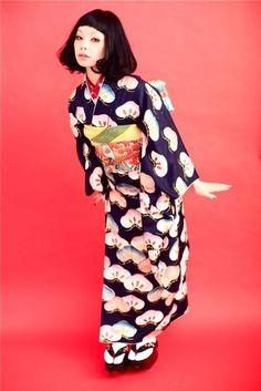thekimonogallery:    Contemporary kimono fashion shoot